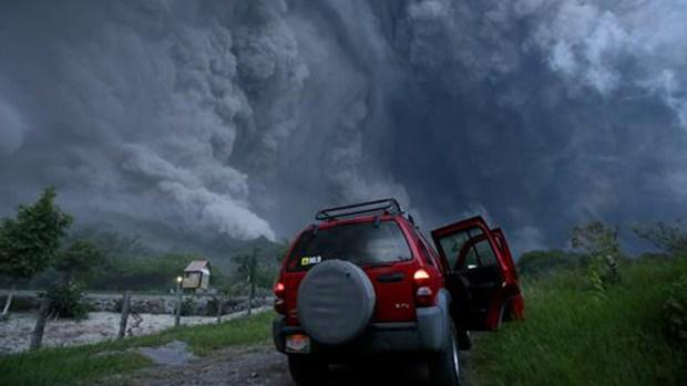 Espectaculares imágenes de volcán en acción