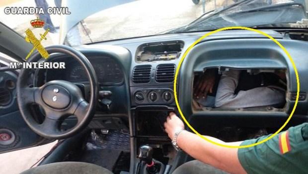 [TLMD - NATL] Increíble escondite: inmigrantes ocultos en autos como contorsionistas