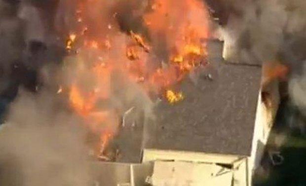 Video: Brutal explosión de casa tras balacera