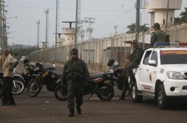 Video: Reyerta en cárcel deja 16 muertos