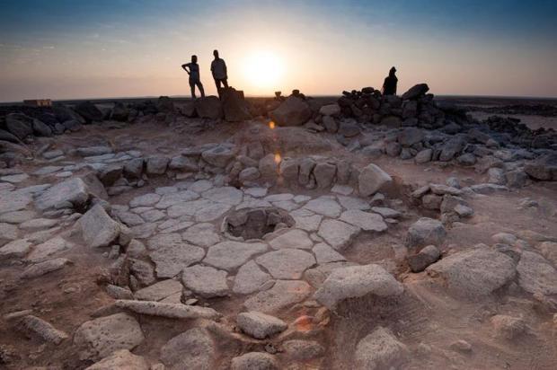 Hallan el pan más antiguo, de 14,400 años, y estaba quemado
