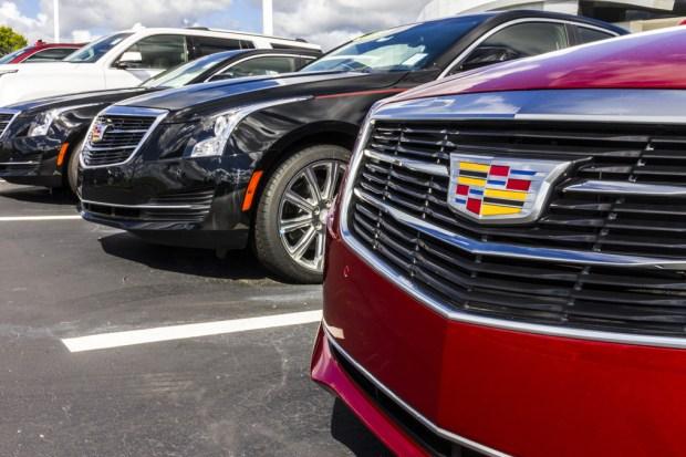 Retiran miles de autos y camionetas por peligroso fallo en los frenos