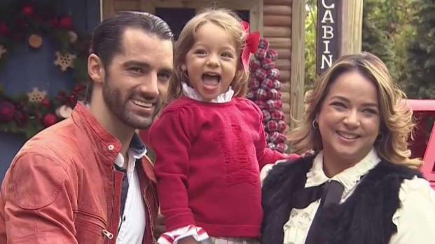 Detrás de cámara: Adamari y Alaïa hacen su tarjeta de navidad