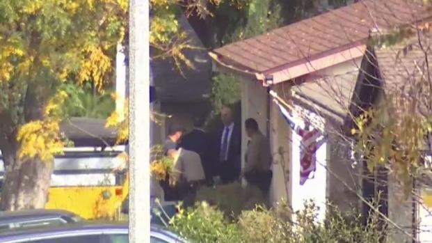 [TLMD - LA] Rastrean residencia vinculada al sospechoso de tiroteo
