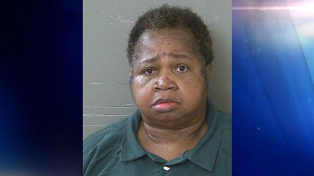 "Fiscalía: pesa 325 libras y aplasta a niña de 9 años como ""castigo"""