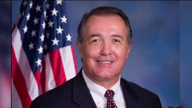 Congresista renuncia por posible conducta inapropiada