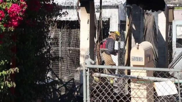 Descubren un cuerpo tras voraz incendio en Phoenix