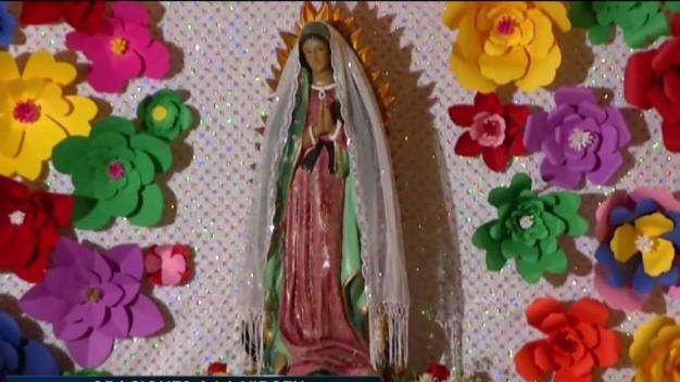Le cantan a la virgen morena y le piden un milagro