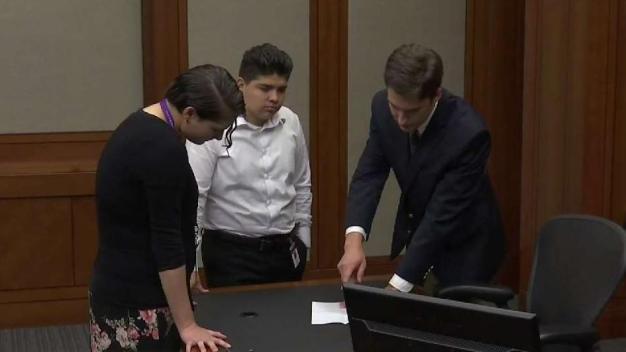 Enseñan a jóvenes proceso jurídico durante el verano