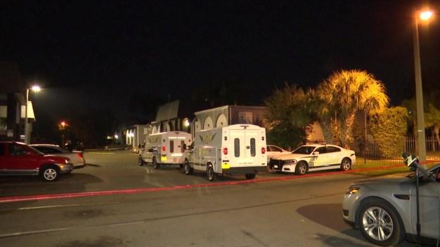 Hombre muere tras ser baleado en complejo residencial