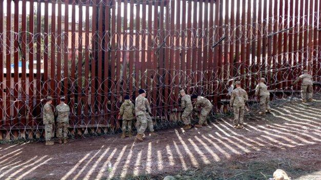 Reciben medalla tropas desplegadas en la frontera con México