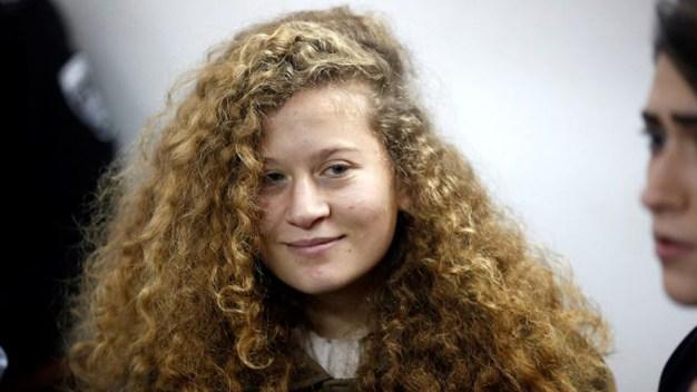 """Ahed, la """"peligrosa"""" joven activista que sigue arrestada"""
