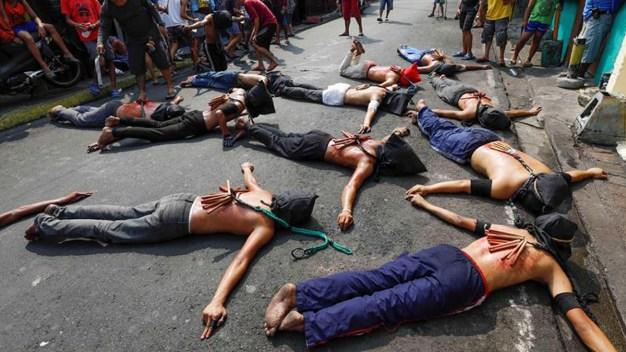 Jueves Santo sangriento: se flagelan a latigazos