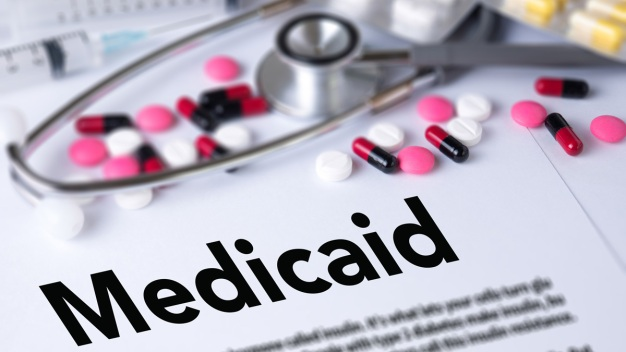 Arizona suspende requisito de trabajo para obtener Medicaid