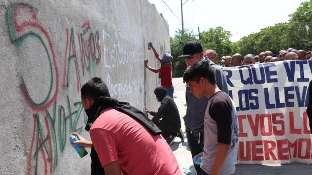 Ayotzinapa: mitin por estudiantes culmina en destrozos