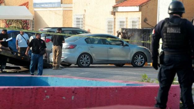 Hallan 5 cadáveres en un vehículo en Cancún
