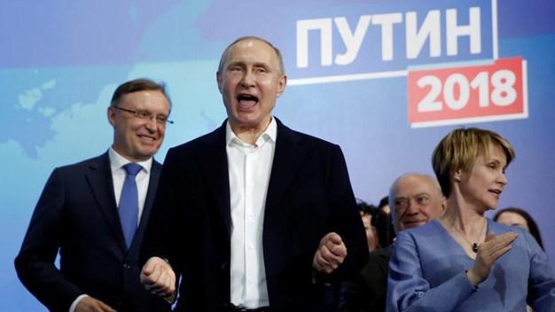 Vladimir Putin arrasa con los votos y es reelegido