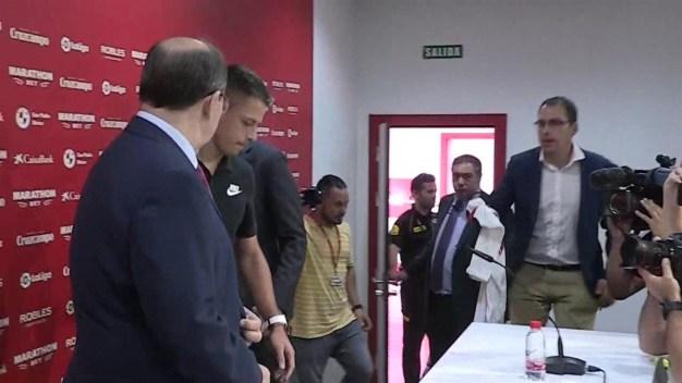 Chicharito llega al Sevilla