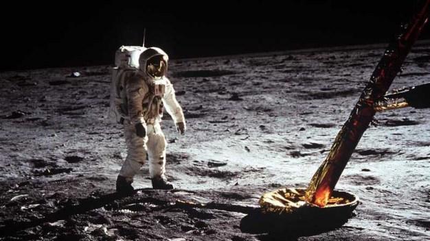 Mike Pence: EEUU será el primero en regresar a la luna