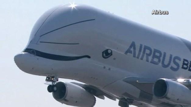 """""""Ballena voladora"""" hace su primer vuelo; la más grande del mundo"""