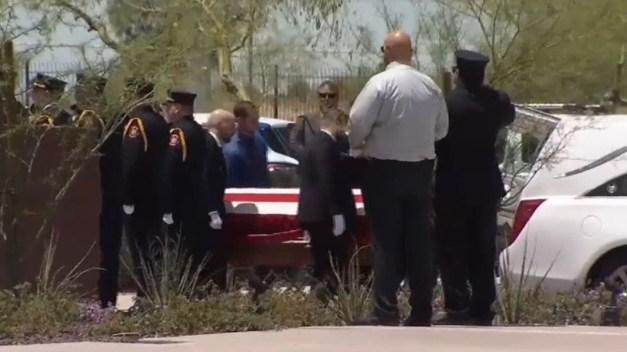 Homenaje a bombero de Arizona fallecido de cáncer