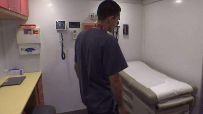 Clínica rodante ofrece servicios médicos gratis