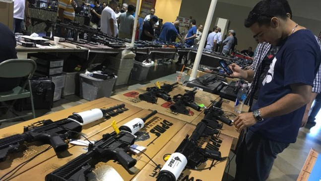 Activistas por control de armas hacen ruido en la capital
