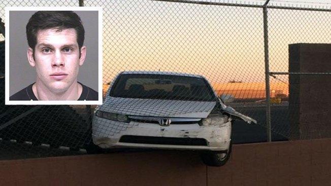 Conductor arrestado tras chocar en aeropuerto
