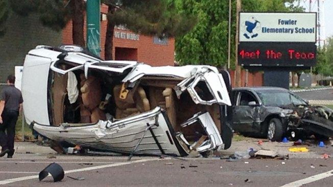 Aparatoso accidente deja cinco personas heridas