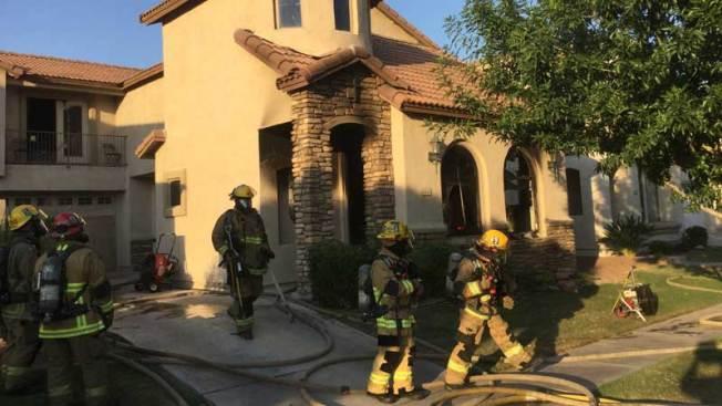 Familia queda atrapada durante incendio en Phoenix