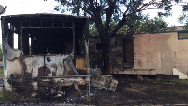 Mujer se salva de incendio en casa móvil