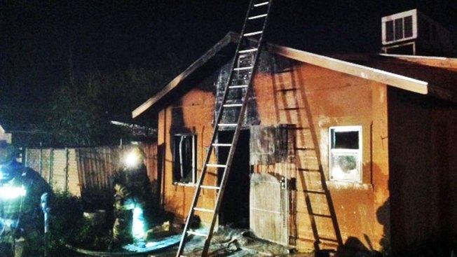 Fuerte incendio afecta a vivienda en Phoenix