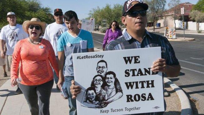 Tucson: Inmigrante cumple un año refugiada en iglesia