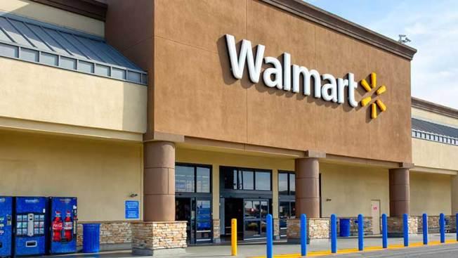 Ataque a cuchilladas en Walmart deja dos muertos