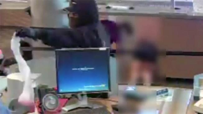 Revelan video de asalto en banco de Glendale
