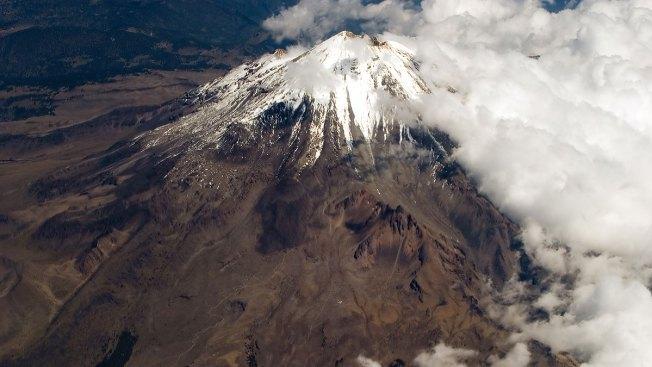 Hallan otra momia en volcán de México