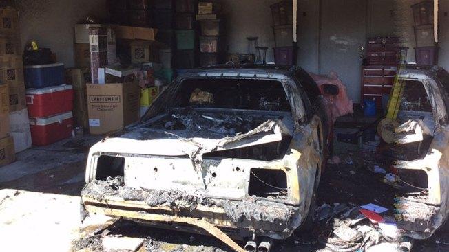 Fuerte incendio acaba con vehículo en Phoenix