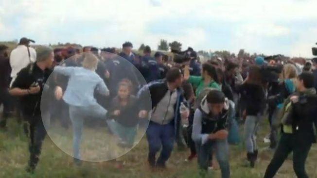 Reportera que atacó a refugiados se justifica