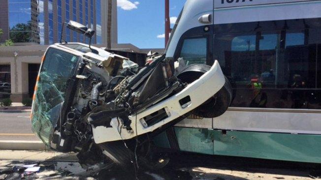 Camión se accidenta con tren en Phoenix