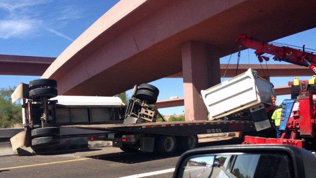 Aparatosos accidentes causan cierre de carreteras