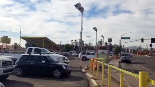 Pelea en la calle termina en balacera y heridos