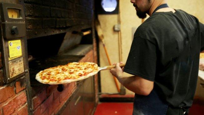 Asaltan a hombre con todo y pizza