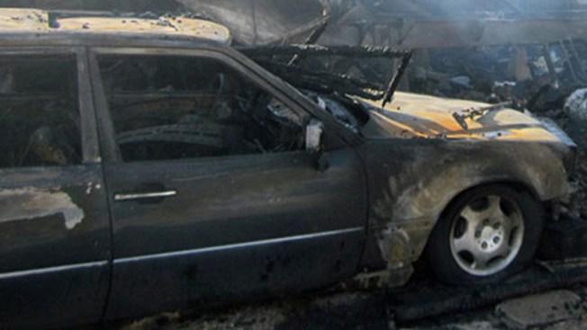 Investigan misterioso incendio de vehículos