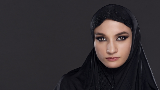 Suspenden a musulmana por no servir alcohol