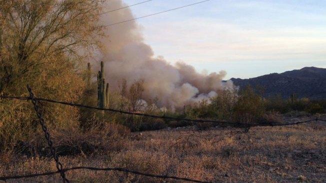 Incendio en Kearny causa cierre de carretera y evacuaciones