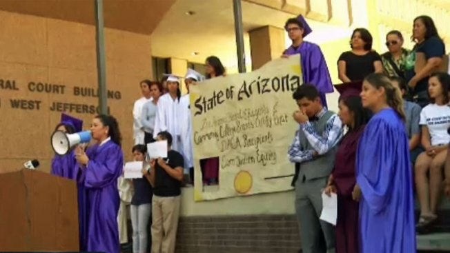 """""""Dreamers"""" luchan contra demanda sobre educación"""