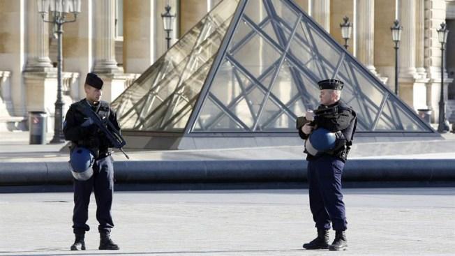 ¿Quién es el atacante con machete del Louvre? Más detalles