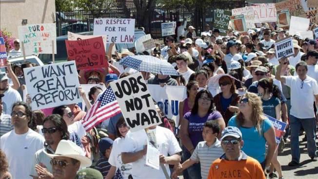 Respaldan a indocumentados frente a ley de Arizona