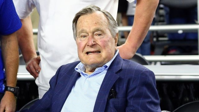 Ex presidente Bush padre sale de hospital