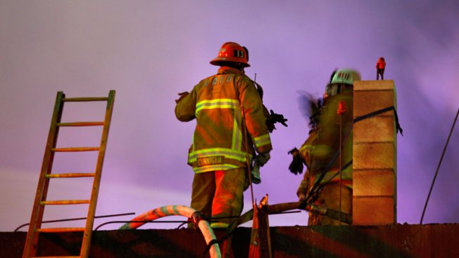 Hospitalizan a mujer tras explosión en Glendale